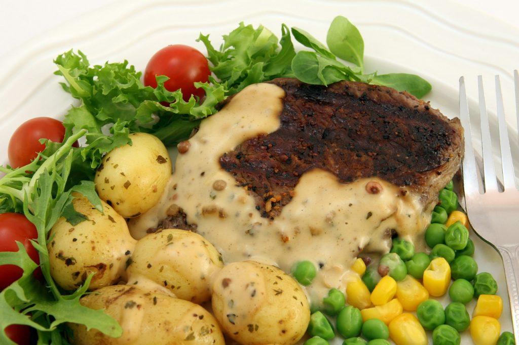 plato de comida saludable